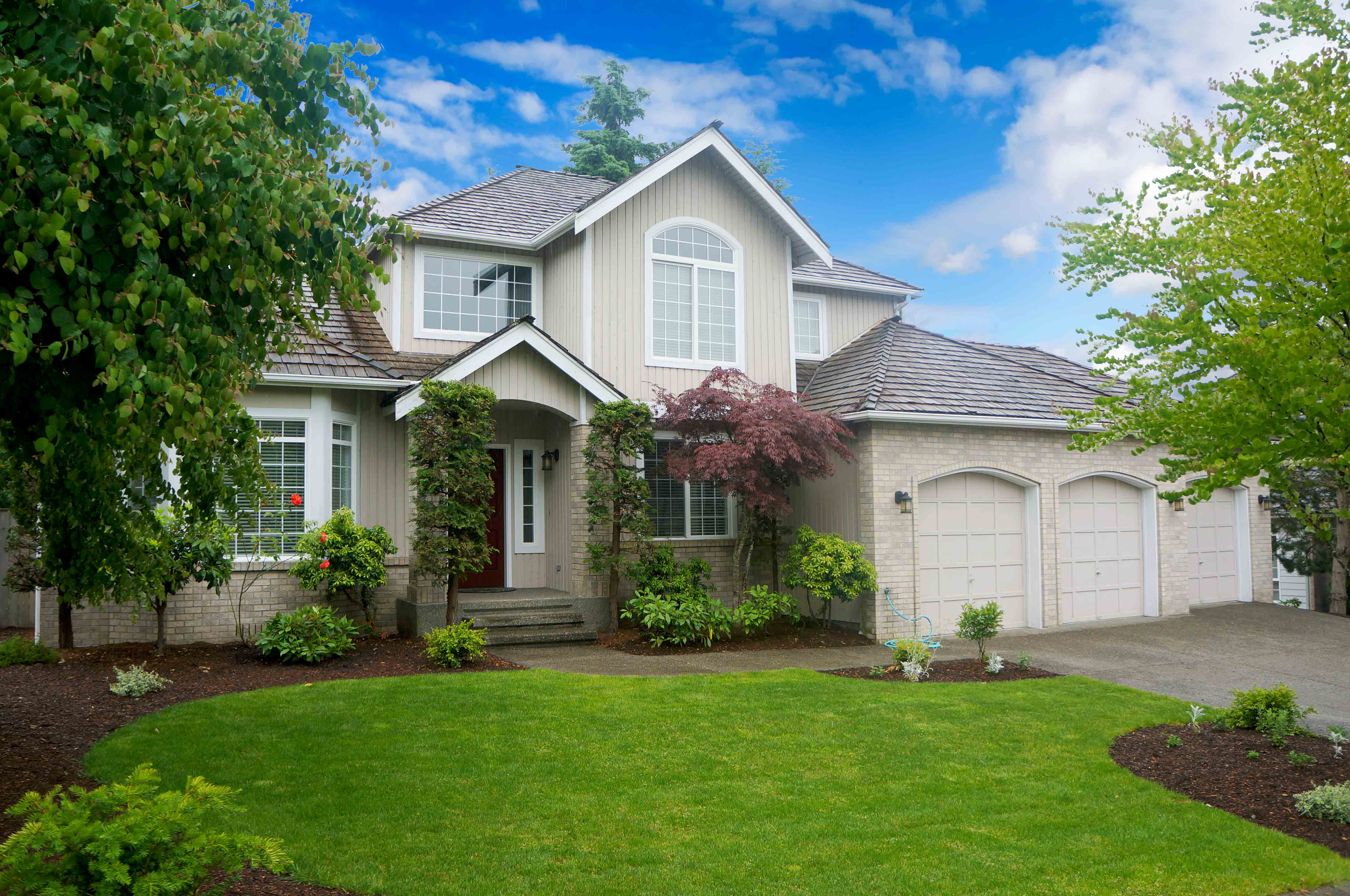 Maintain curb appeal to draw buyers